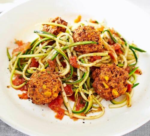 Polpette vegetariane con pomodori e zucchine